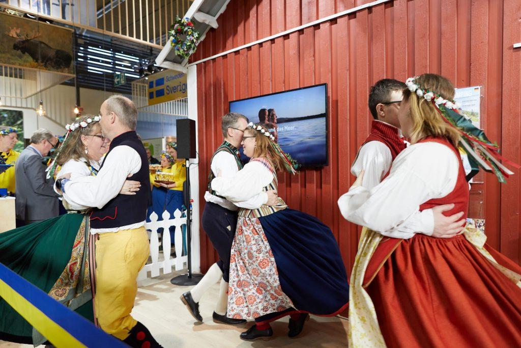 "Tyresö Folkdansgille ""in action""."