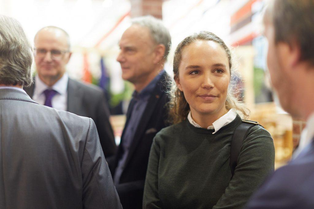 Här står jag och språkar i samband med invigningen av den svenska montern på Grune Woche. Foto: Bernhard Ludewig.