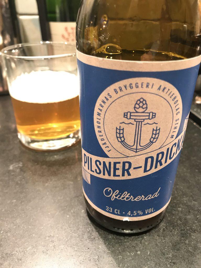 Pilsner-dricka från Fjäderholmarnas bryggeri. Foto: Joel Linderoth.