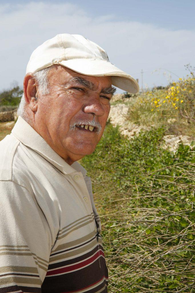 Carmelo Magro tycker att kaprisplantan är svårt att föröka.