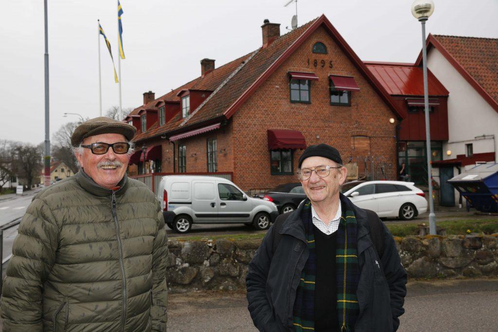 Jan Kullenberg och Sven Israelsson från Ystad tycker att Brösarps antikmässa håller hög standard.