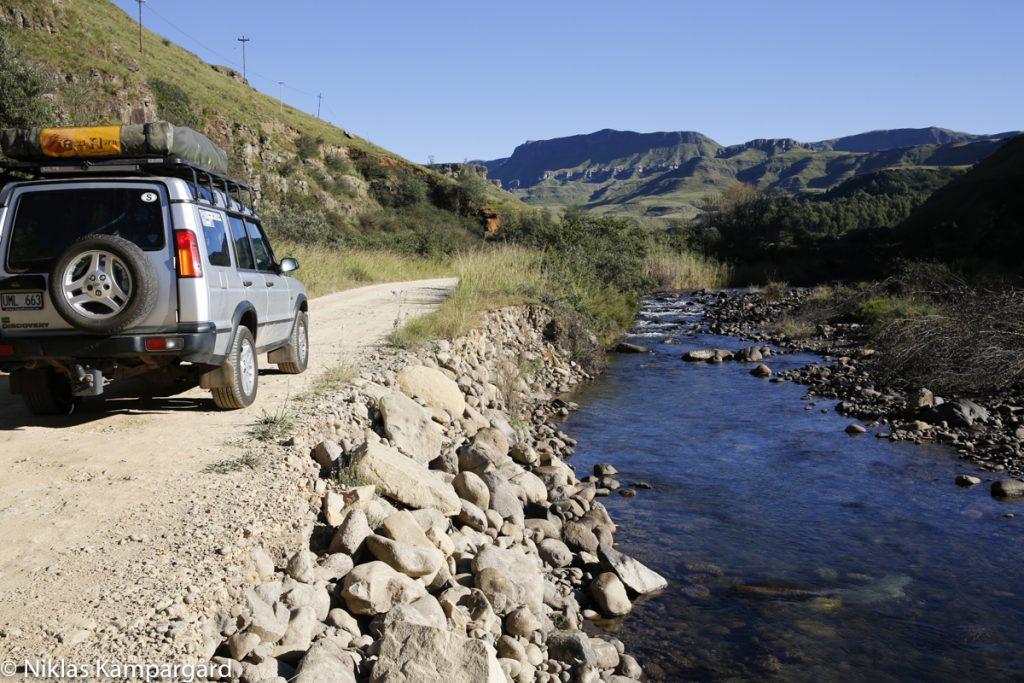 Jag älskar min Land Rover Discovery II från 2004, trots att den släpper ut betydligt mycket mer koldioxid än en ny elbil.