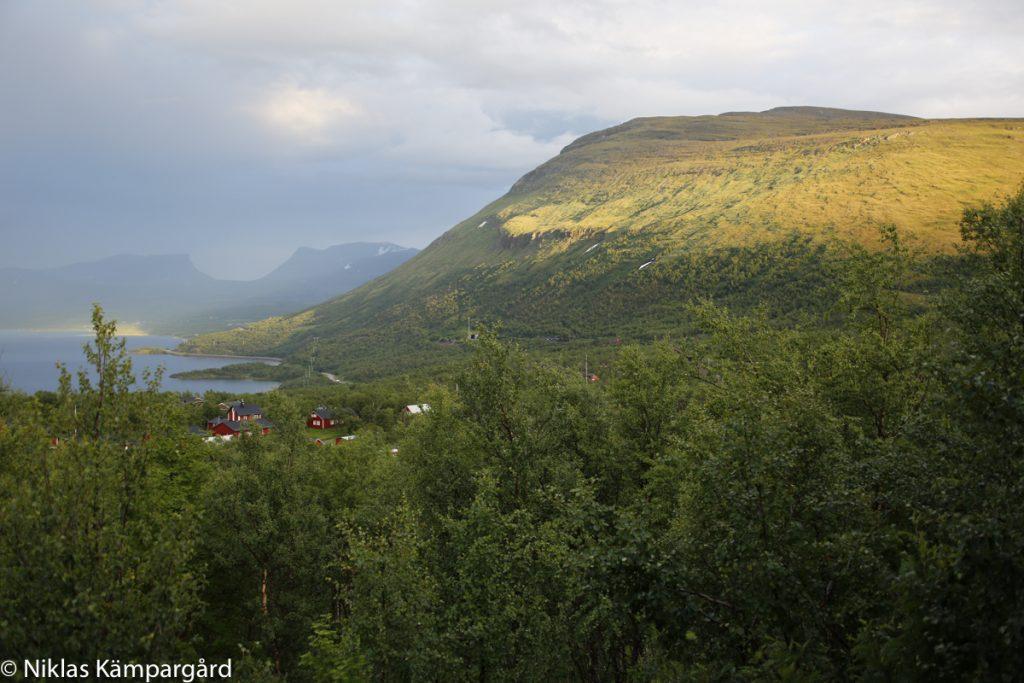 Utsikten över Nuolja, Torneträsk och Lapporten är beroendeframkallande.