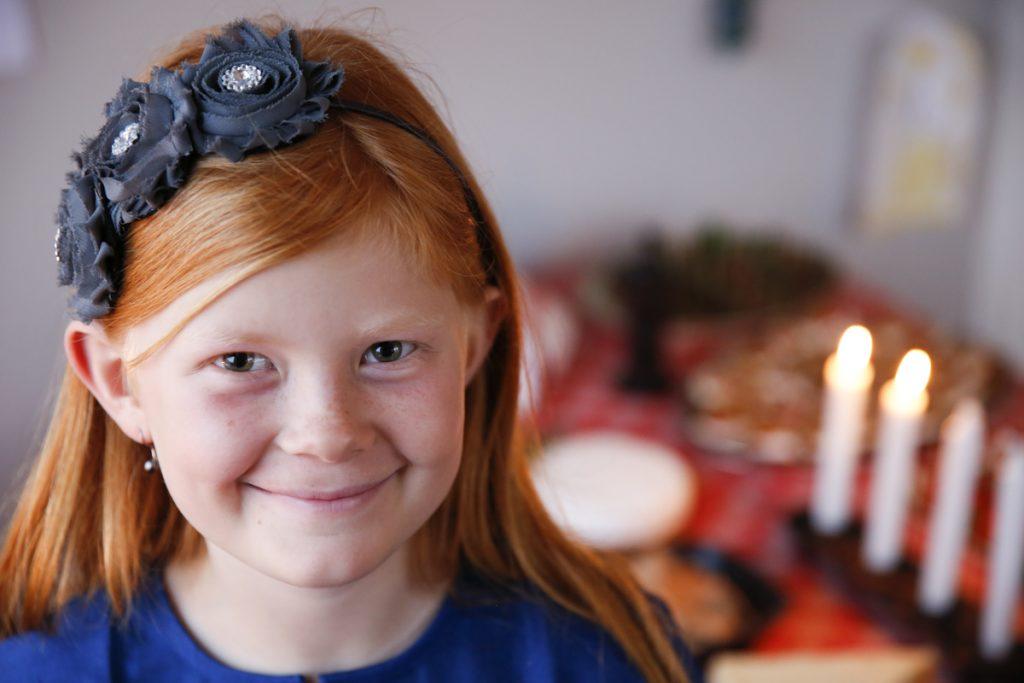 Ta hjälp av barnen och bjud in grannar, vänner och släktingar till ett spontant julmingel.