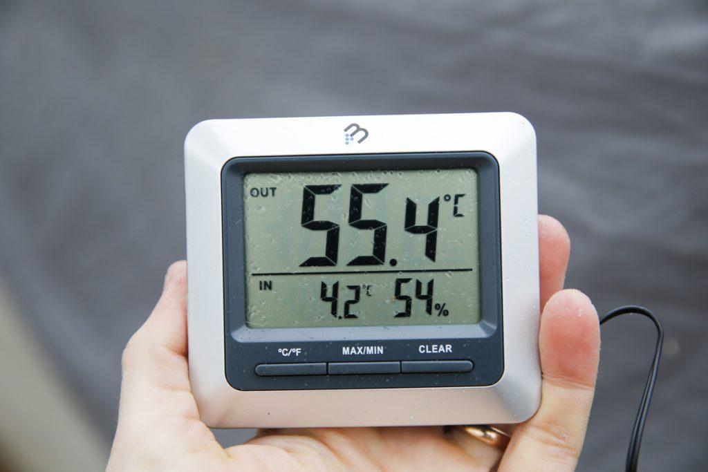 Bra koll på värmeutvecklingen (jo det är 55,4°C i bänken) med hjälp av en digital ugnstermometer.