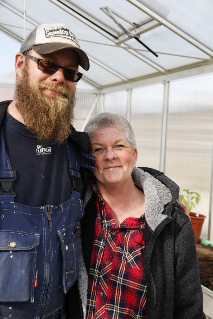 Anders och Lotta i Bromölla har byggt en egen svit åt plantorna.