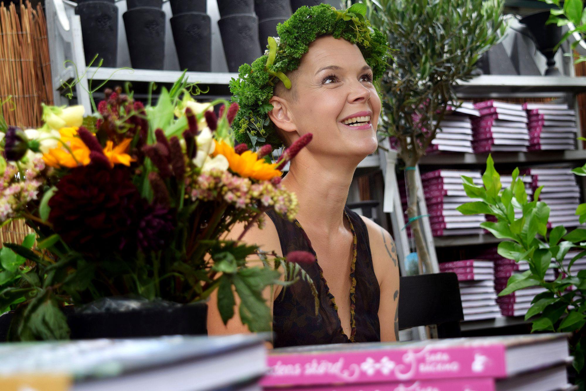 Sara Bäckmo vid boksigneringen.