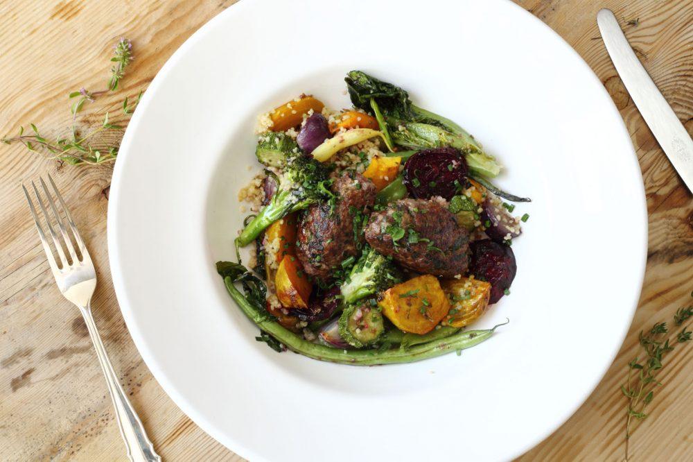 marinerade ugnsrostade grönsaker, hjortfärsbiffar