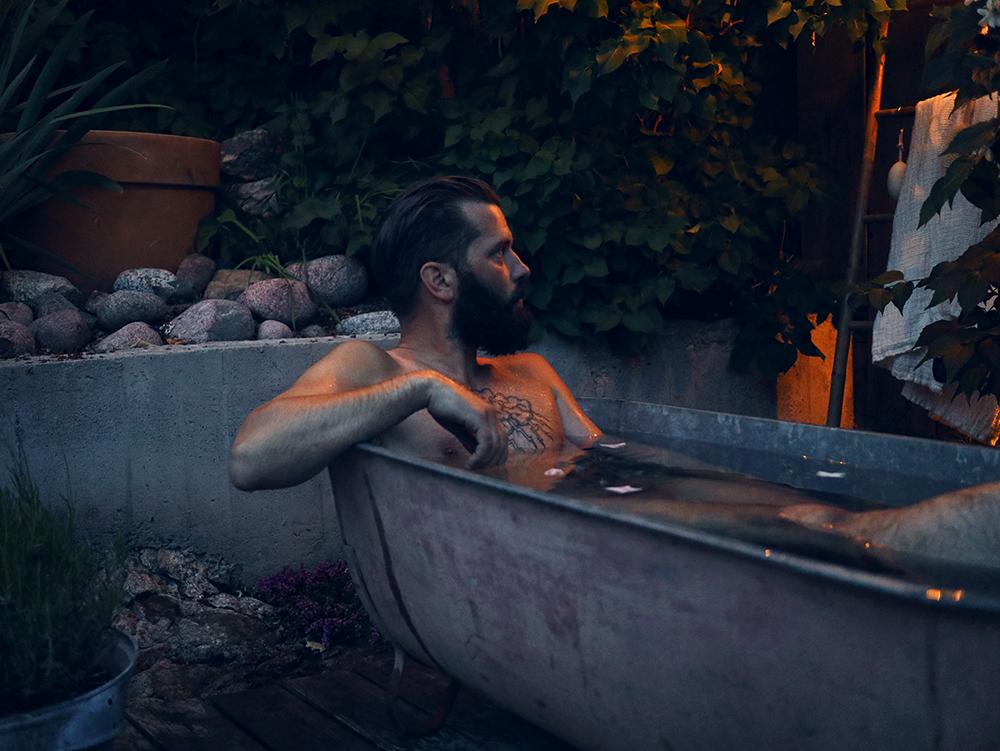 ett bad i trädgården